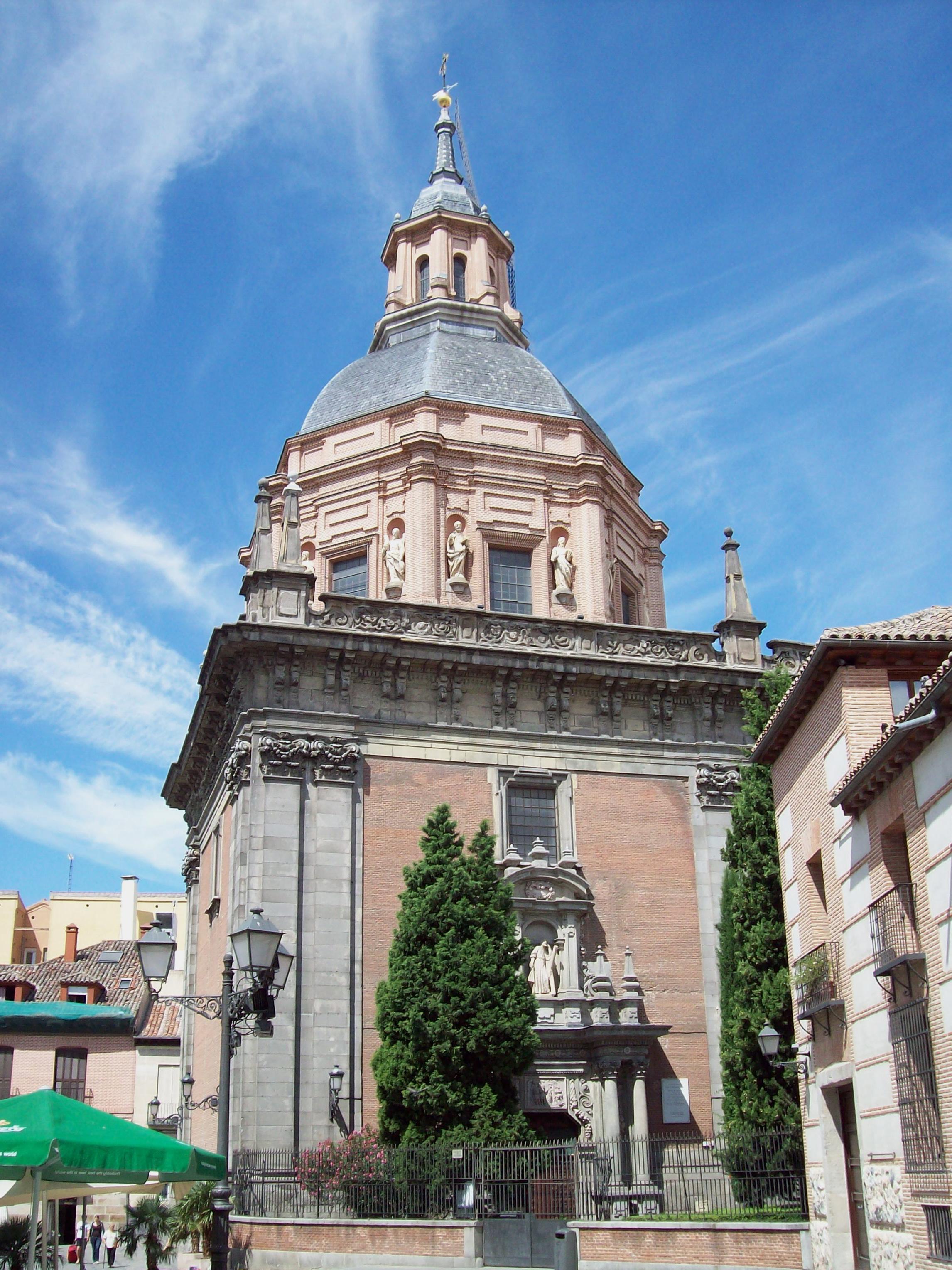 FRIKIPIEDRAS: IGLESIA DE SAN ANDRES y CAPILLA DE SAN ISIDRO