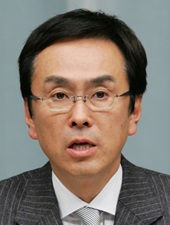 https://upload.wikimedia.org/wikipedia/commons/6/61/Isihara_Nobuteru_2012.jpg