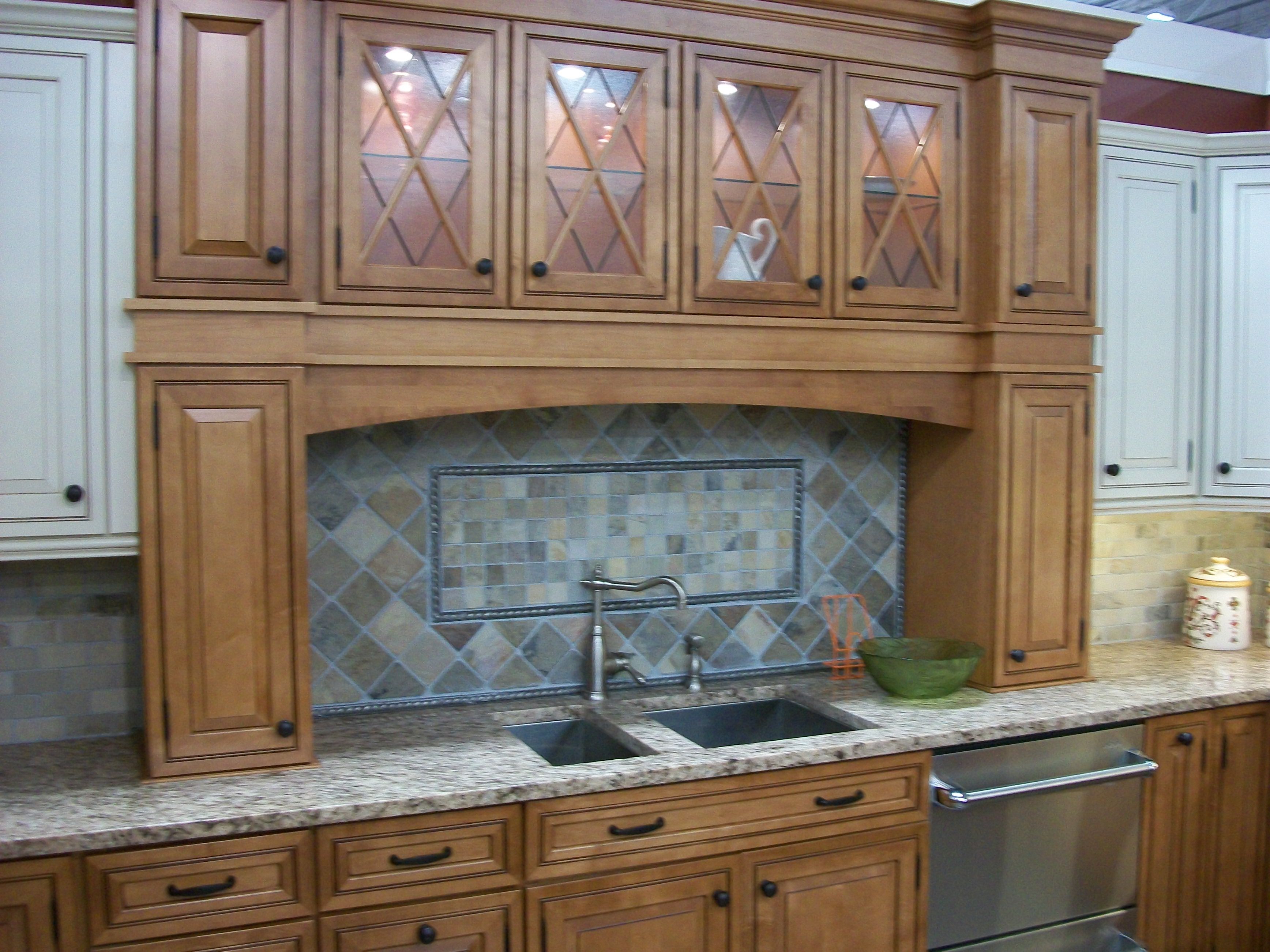File:Kitchen Cabinet Display In 2009 In NJ
