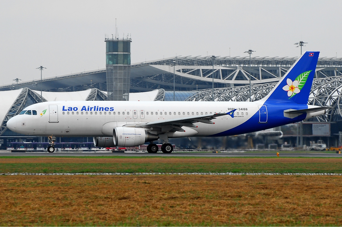 File:Lao Airlines Airbus A320 Prasertwit-1.jpg - Wikimedia Commons