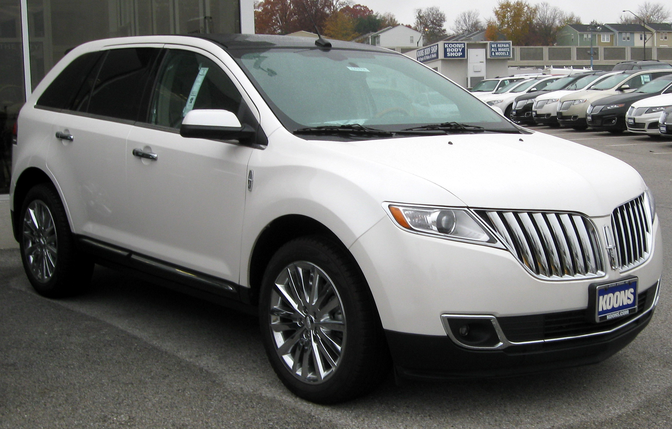 File:Lincoln MKX -- 11-10-2011.jpg - Wikimedia Commons