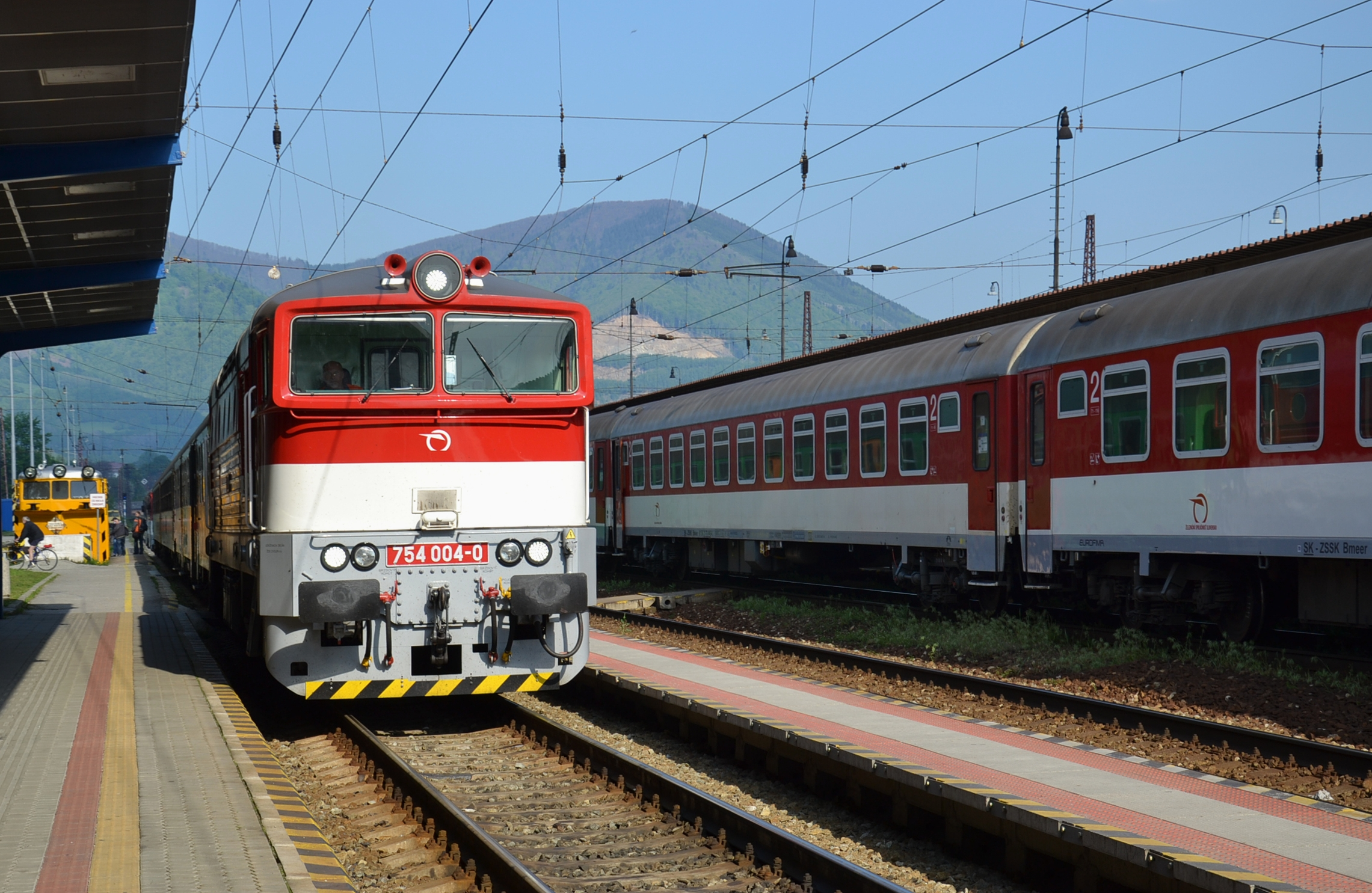 File:Lokomotiva 754-004 - Vrútky.JPG