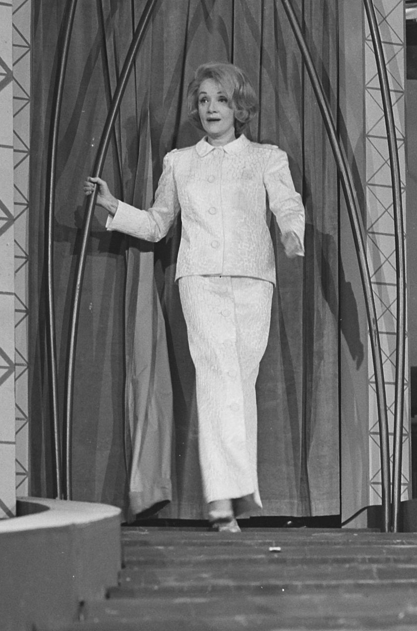 Datei Marlene Dietrich 915 6290 Cropped –