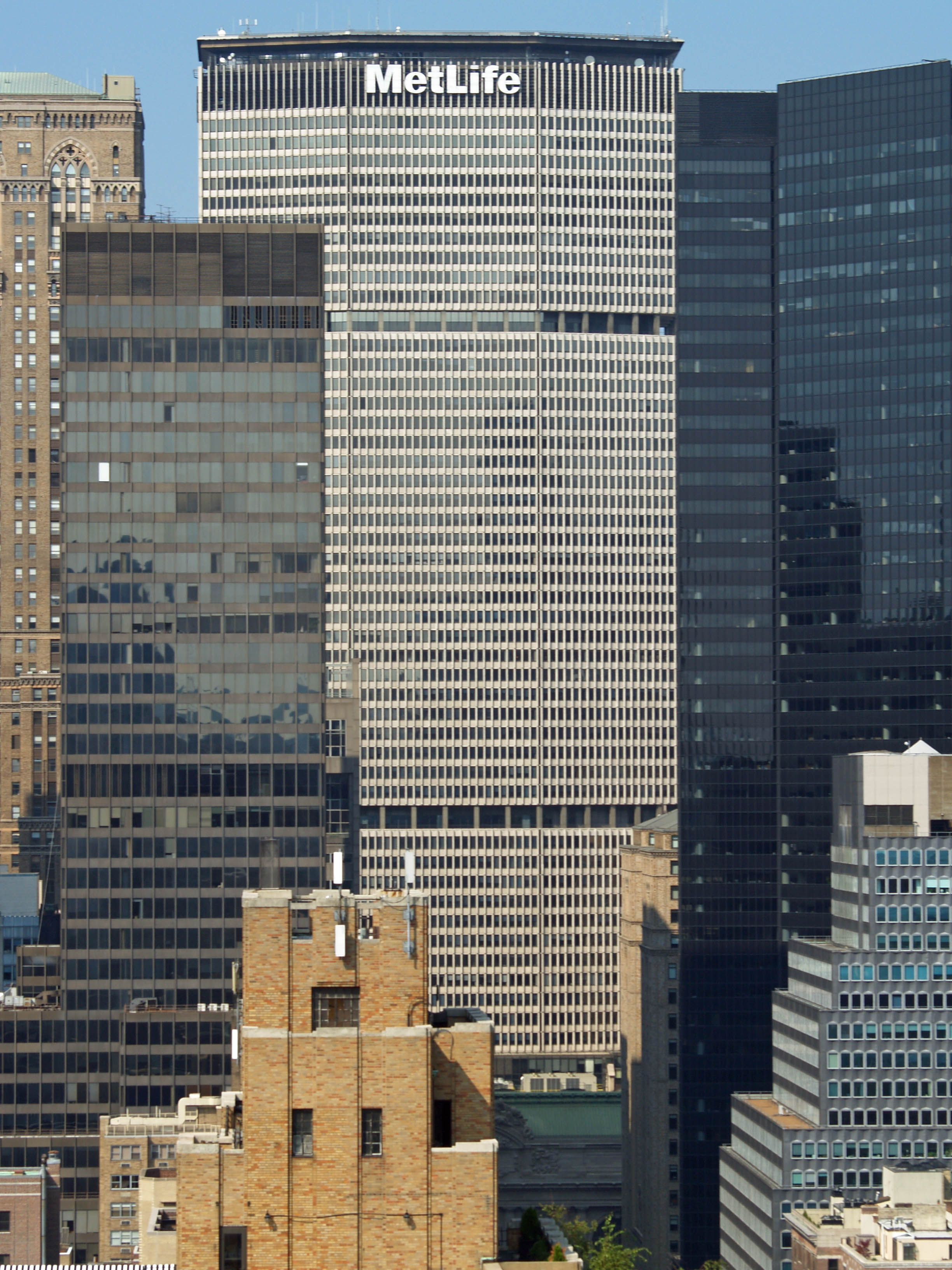 http://upload.wikimedia.org/wikipedia/commons/6/61/MetLife_Building_by_David_Shankbone.jpg