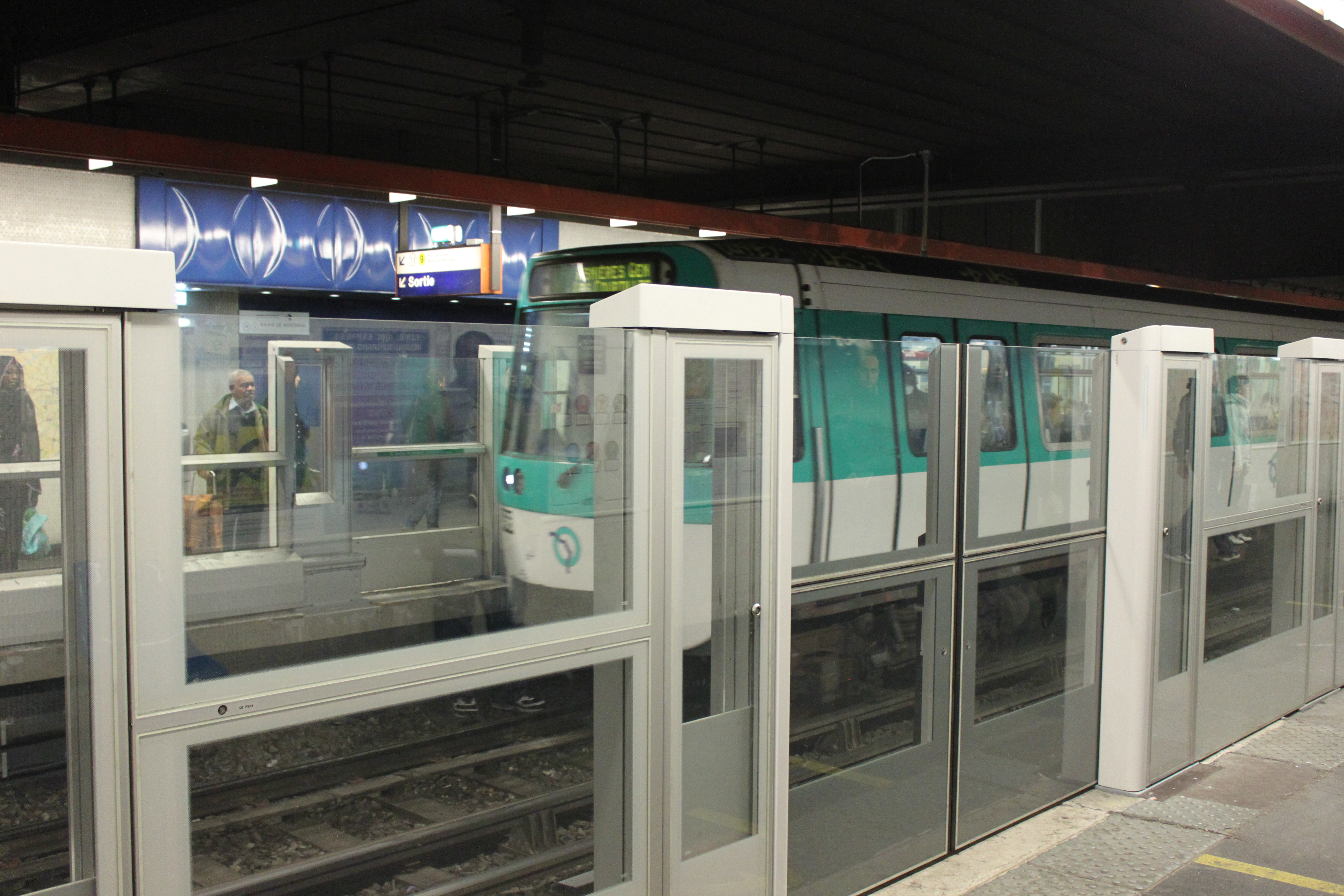 FileMetro de Paris - Line 13 - Miromesnil - Platform screen doors (4 & File:Metro de Paris - Line 13 - Miromesnil - Platform screen doors ...