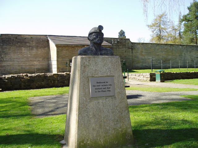 Mining Memorial, Plean Country Park - geograph.org.uk - 160353