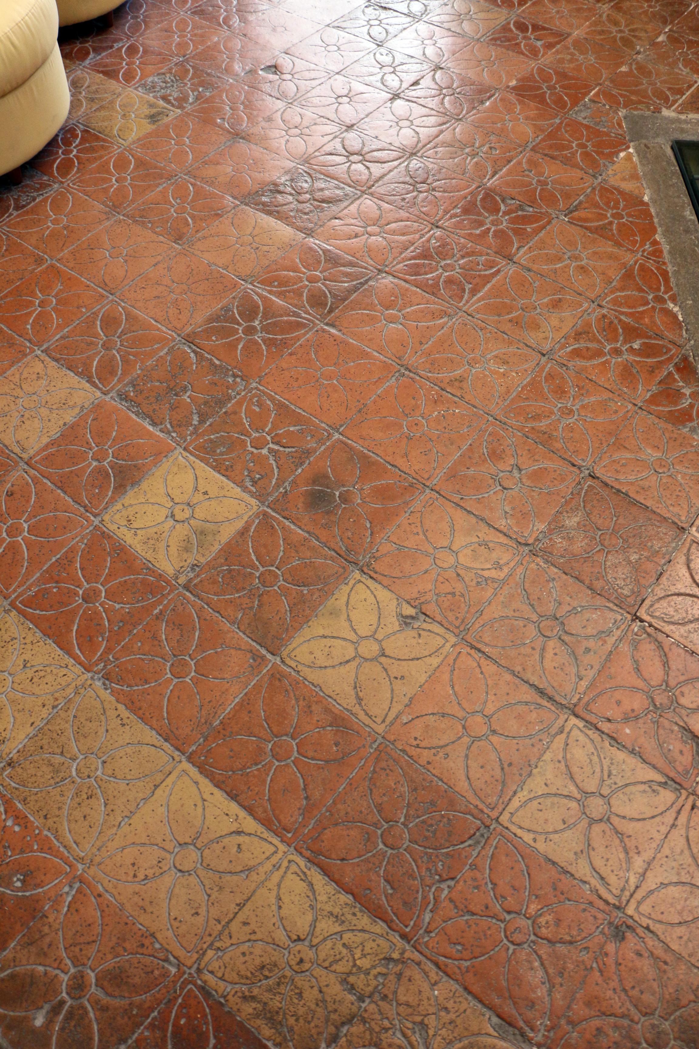 File:Palazzo ducale di gubbio, interno, pavimenti 01.JPG - Wikimedia ...
