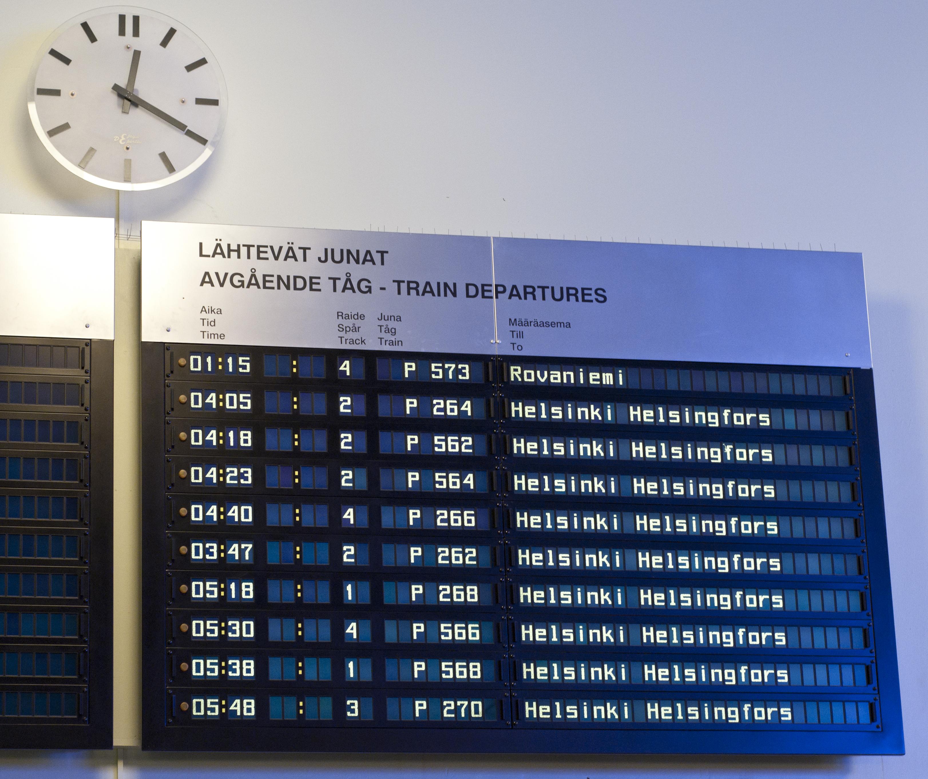 Rail transport timetable Tampere.jpg