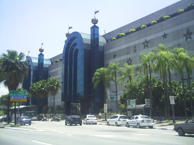 http://upload.wikimedia.org/wikipedia/commons/6/61/Shopping_Plaza_Sul_%27.JPG