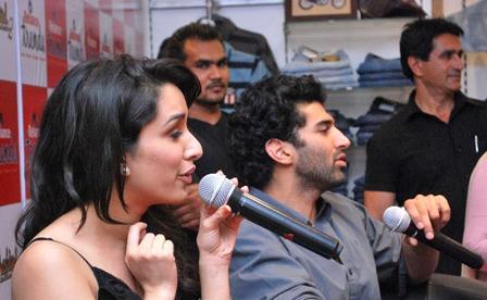 Shraddha_Kapoor_at_promotions_of_Aashiqu