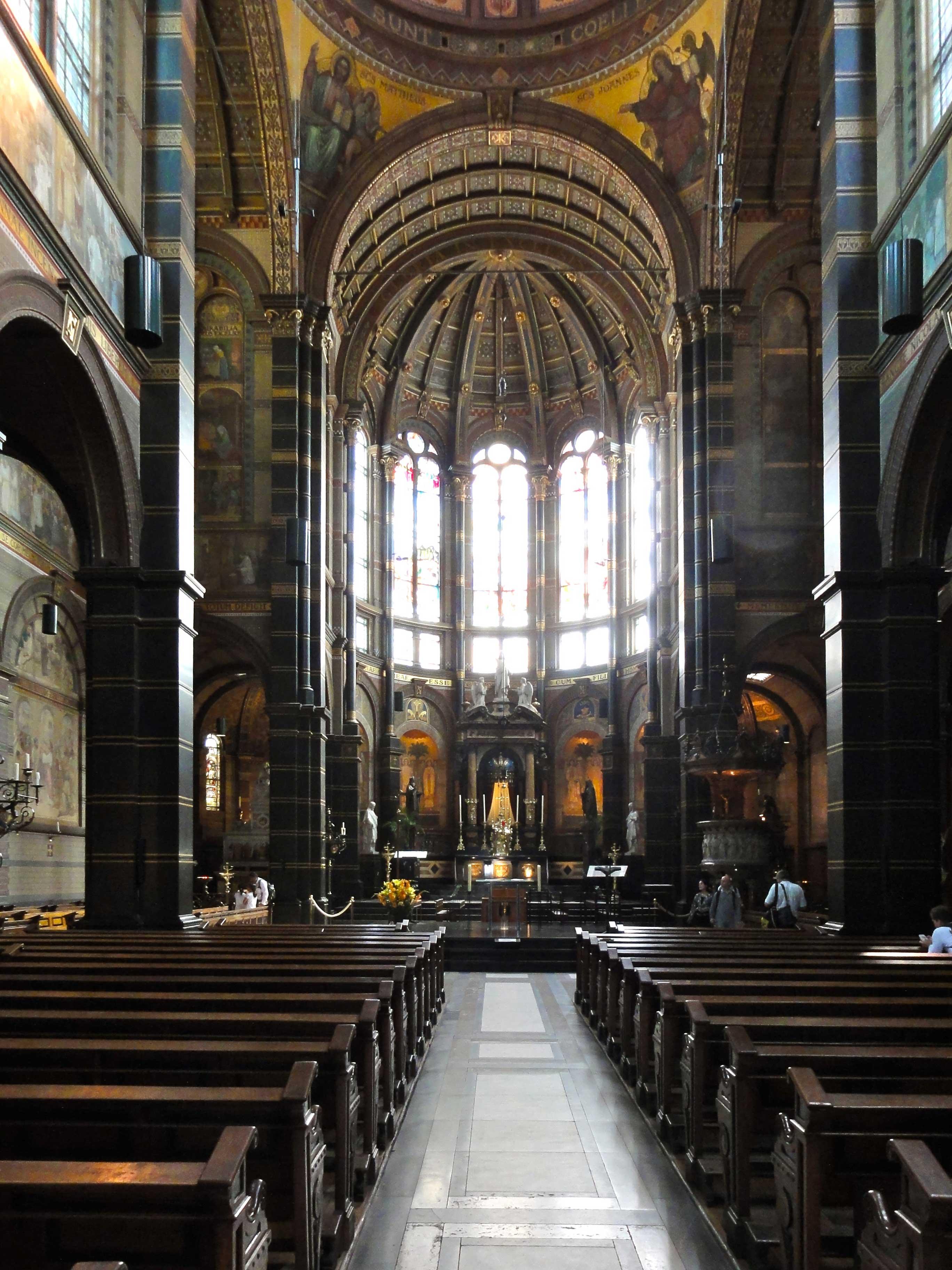 file sint nicolaaskerk interieur