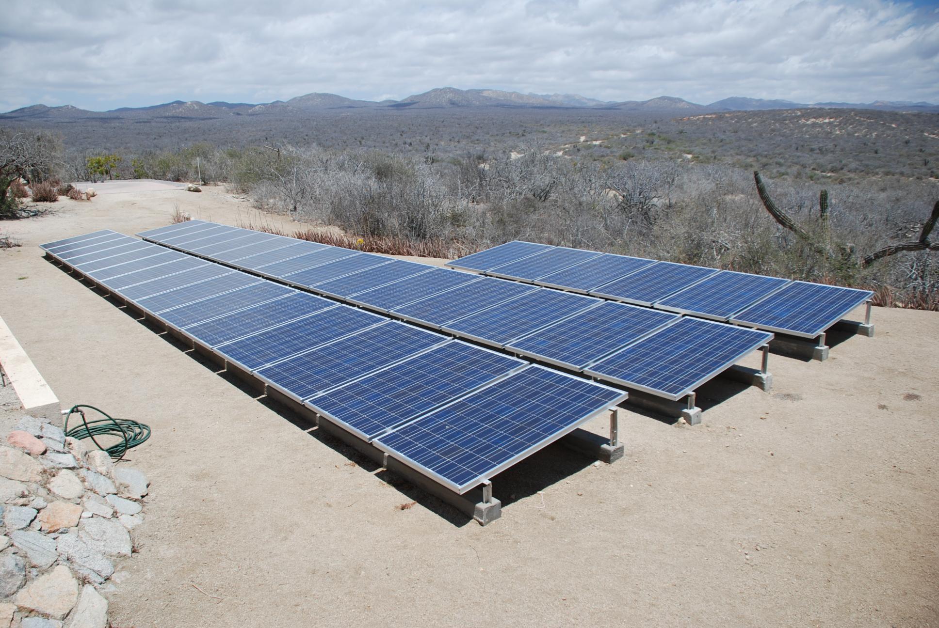 https://upload.wikimedia.org/wikipedia/commons/6/61/Solar_panels.JPG