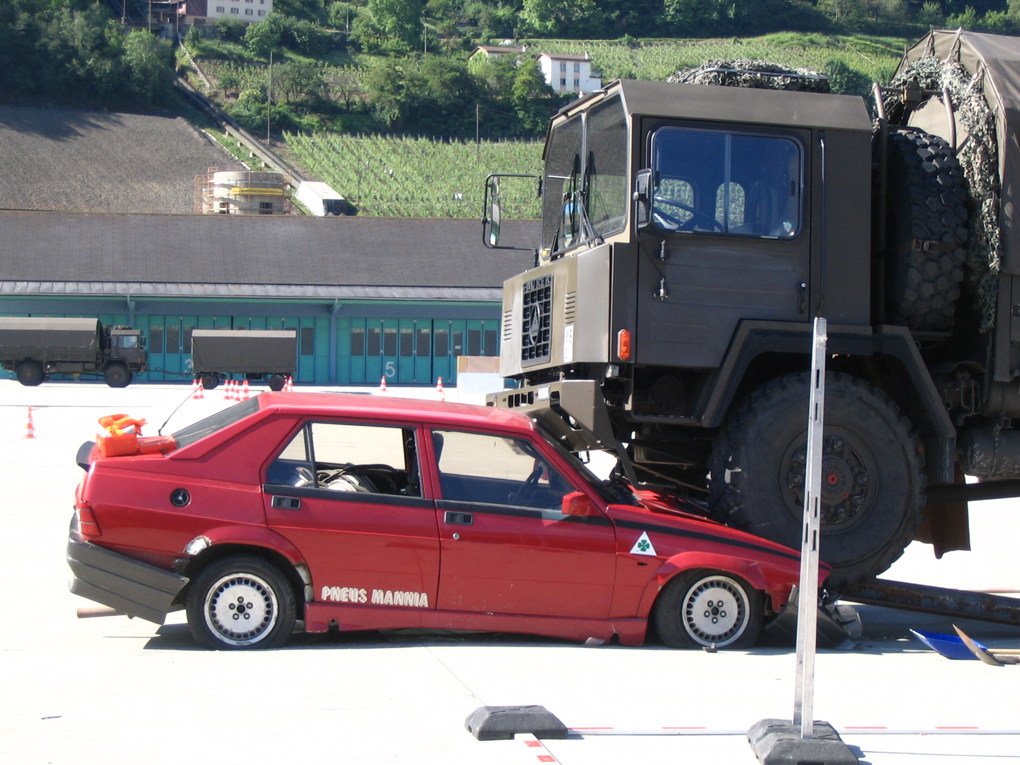 File:Swiss army accident simulation.jpg - Wikimedia Commons