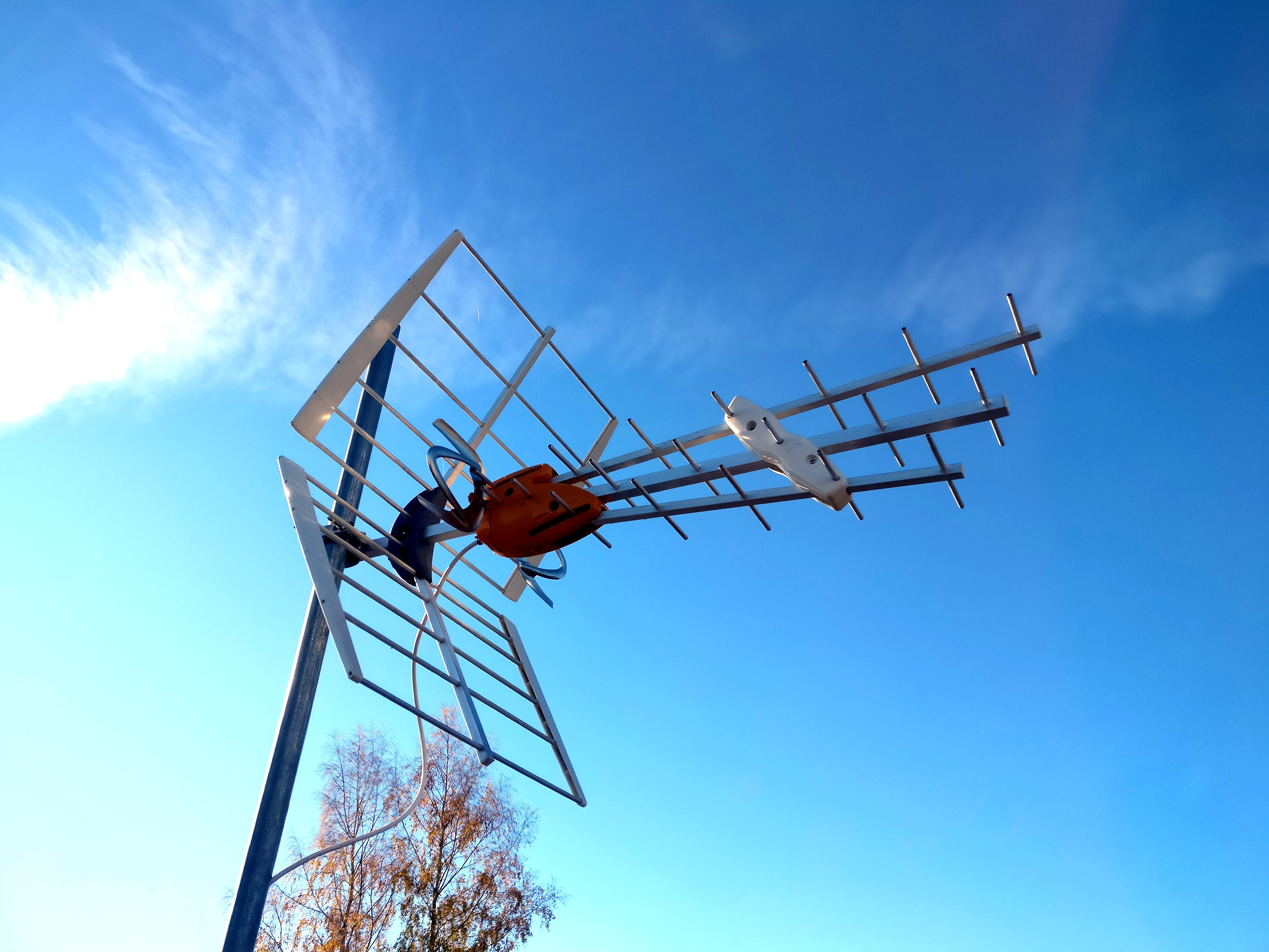 Terrestrial UHF VHF television antenna.jpg