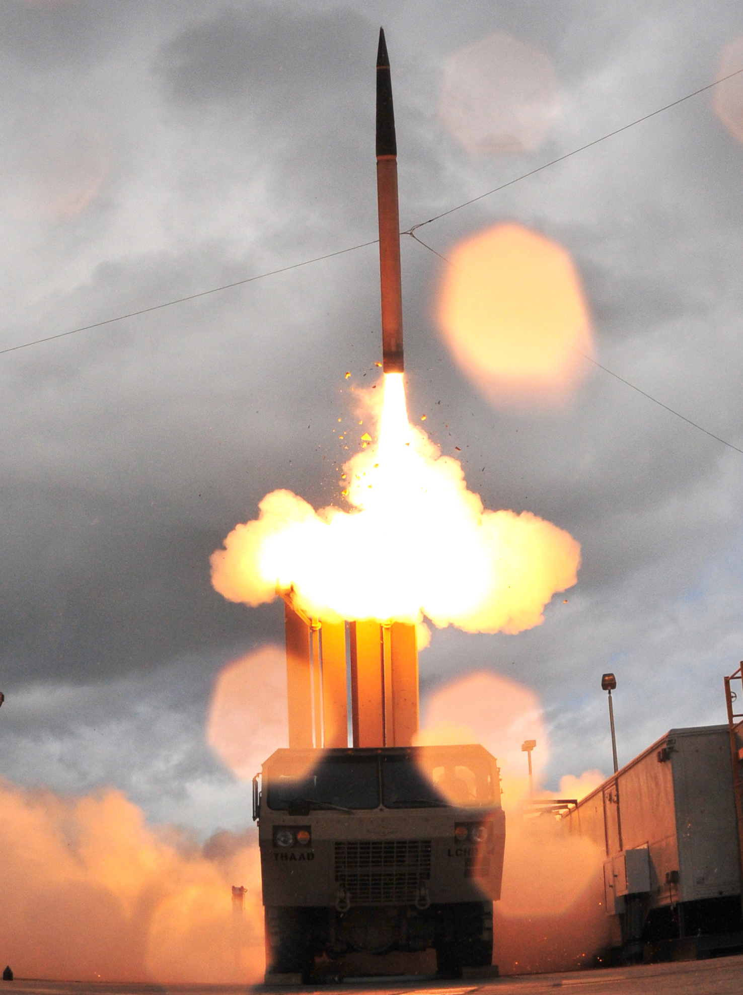 http://upload.wikimedia.org/wikipedia/commons/6/61/Thaad_missile_and_launcher.jpg