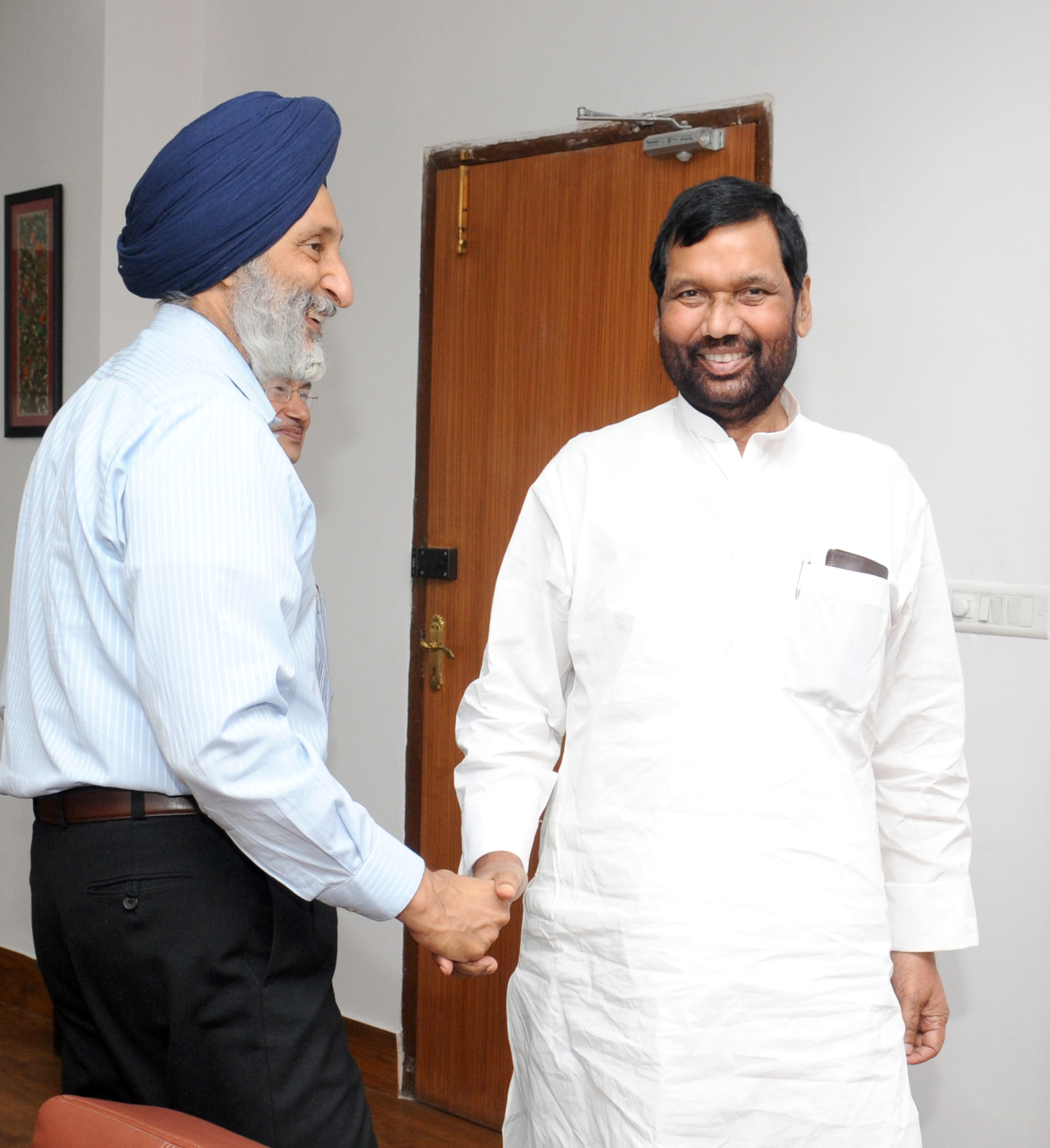 File The Food Civil Supplies Minister Punjab Shri Adaish Partap Singh Kairon Calling On The Union Minister For Consumer Affairs Food And Public Distribution Shri Ram Vilas Paswan In New Delhi On