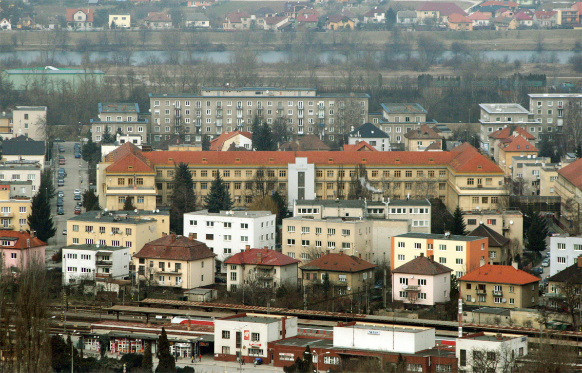 Železničná stanica a budova Generálneho štábu Ozbrojených síl v mestskej  časti Sihoť. 6c8422b8a81