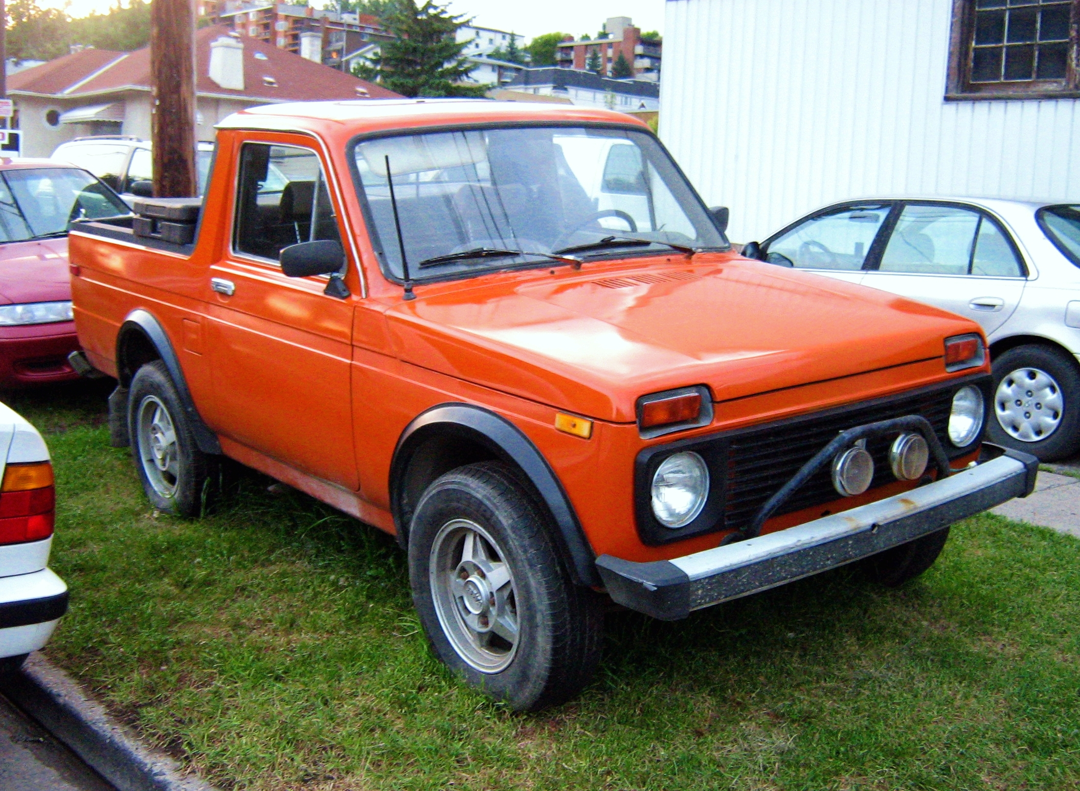 File:VAZ-2121 customized to Truck.jpg