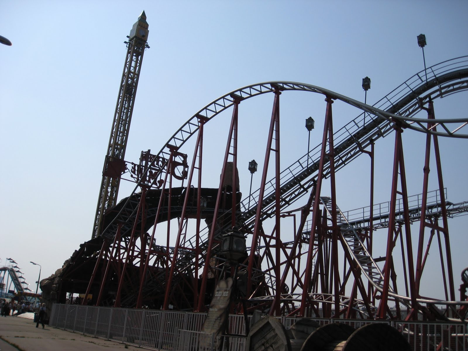 The roller coaster in Moscow is a paradise for extreme lovers 77