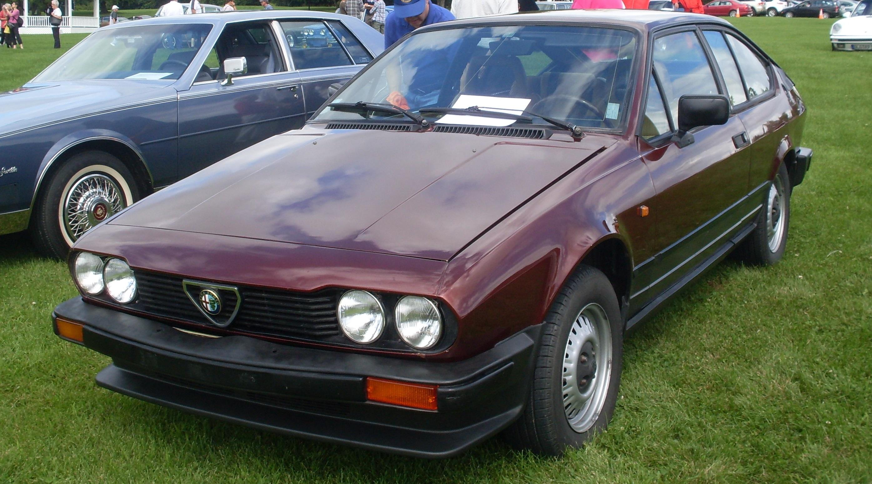 File 84 Alfa Romeo Alfetta 2 0 Auto Classique Vaq Baie D Urfe 13 Jpg Wikimedia Commons