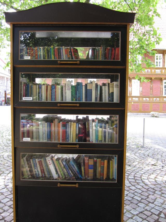 Öffentlicher Bücherschrank Alfeld.JPG
