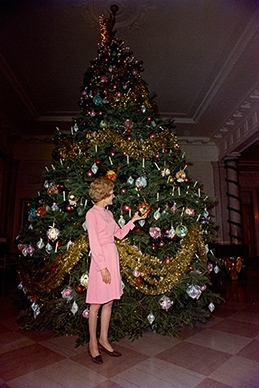 File:1969 White House Christmas Tree.jpg - Wikimedia Commons