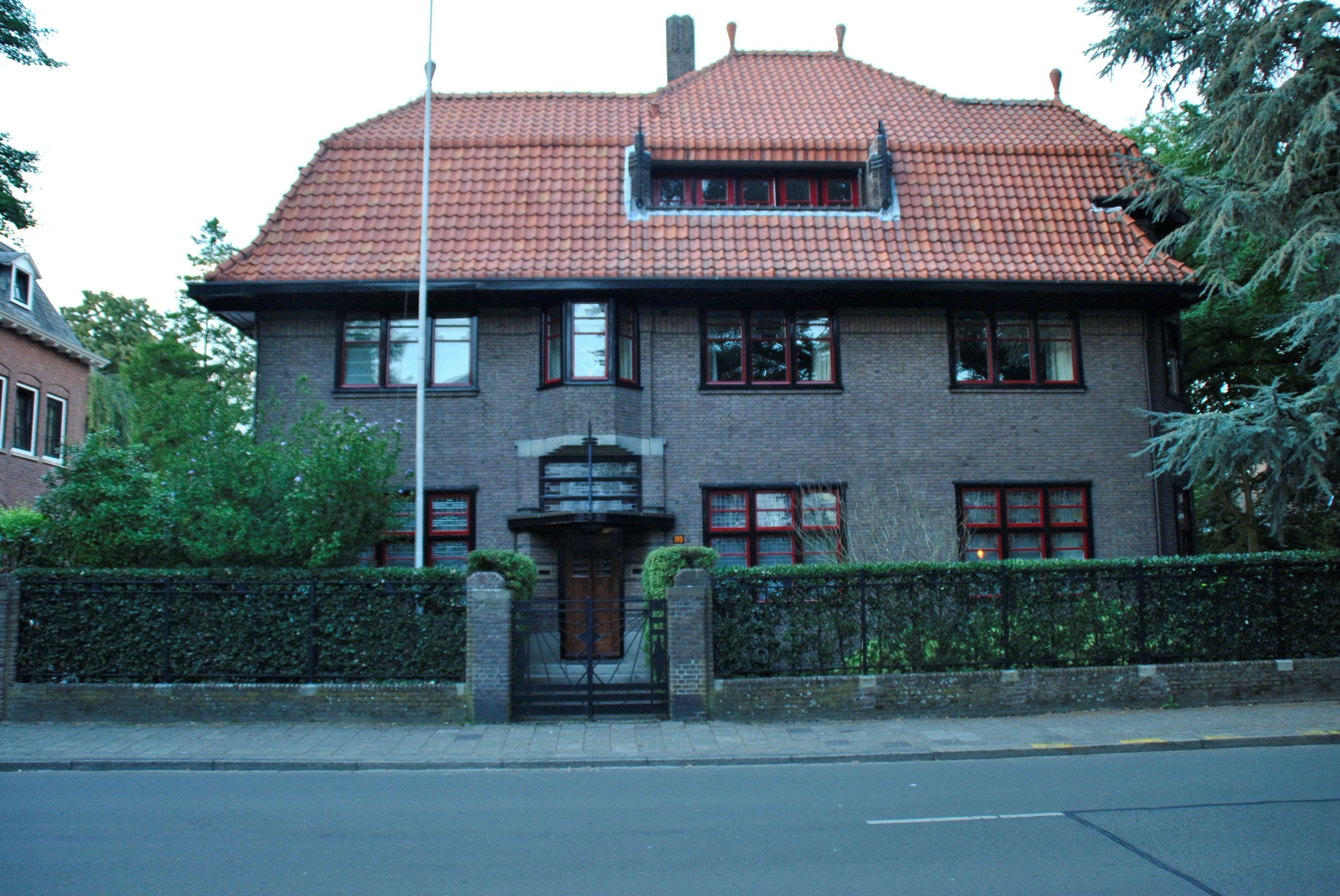 Villa voor de fabrikant frans van dooren in expressionistische stijl in tilburg monument - Expressionistische architectuur ...