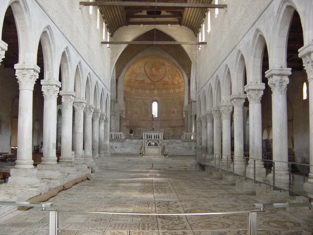 Basilikaen, interiør