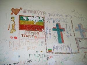 Bandiera dell'Etiopia disegnata su un muro del vecchio campo di detenzione per migranti sull'isola greca di Samos