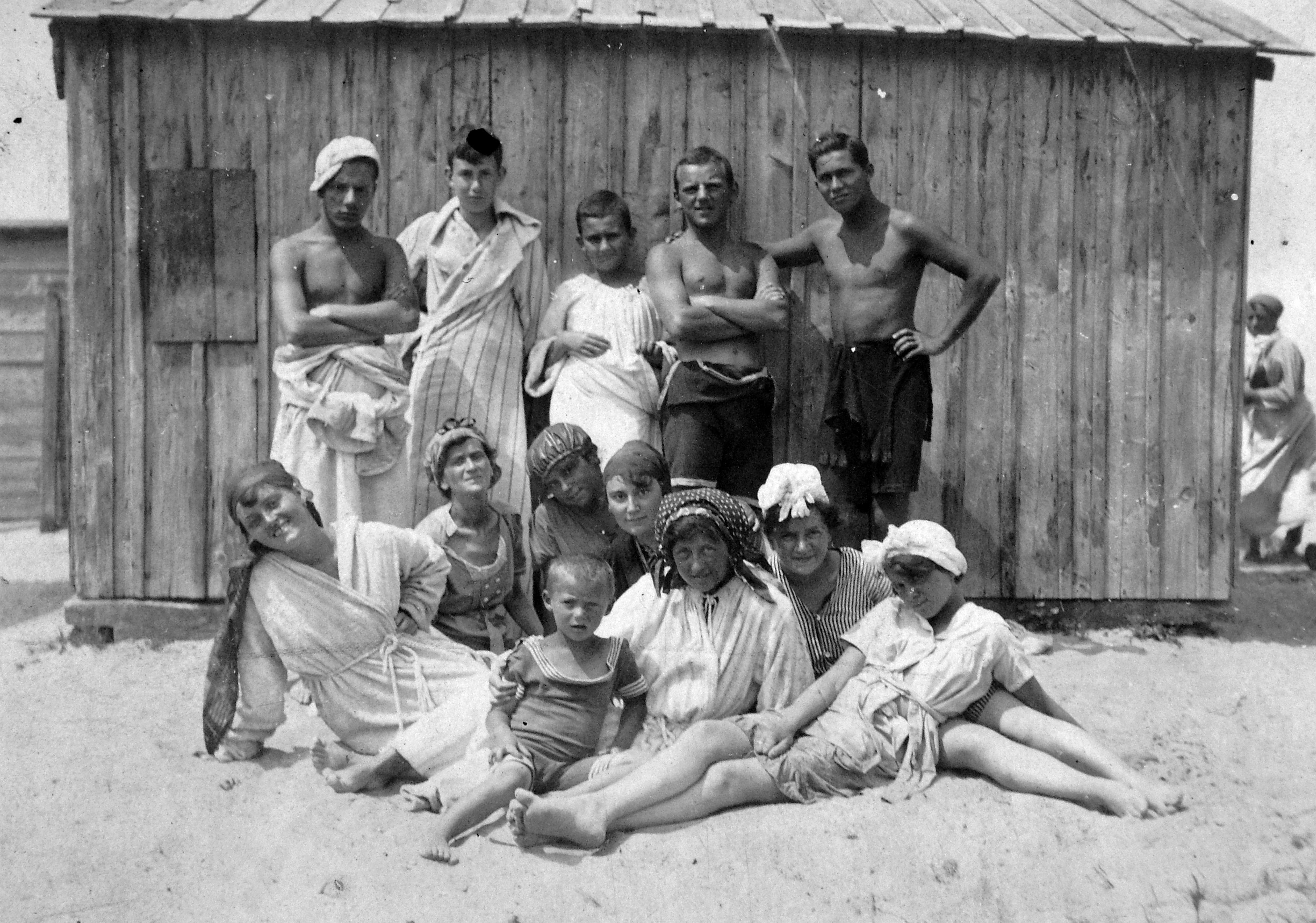 File Beach Changing Cabin Bathrobe Bathing Suit Bathing Caps Summer Fun Men Women Kids Fortepan 4652 Jpg Wikimedia Commons