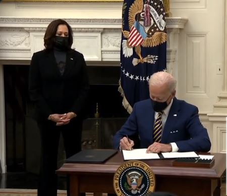 File:Biden signing the Economic Relief Bill for the COVID-19 pandemic.jpg - Wikimedia  Commons