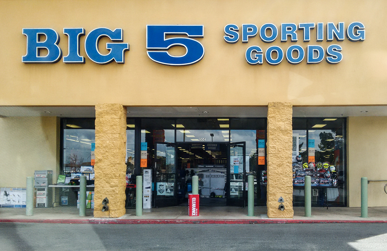 f3f54cd0fa81 File Big 5 Sporting Goods.jpg - Wikimedia Commons