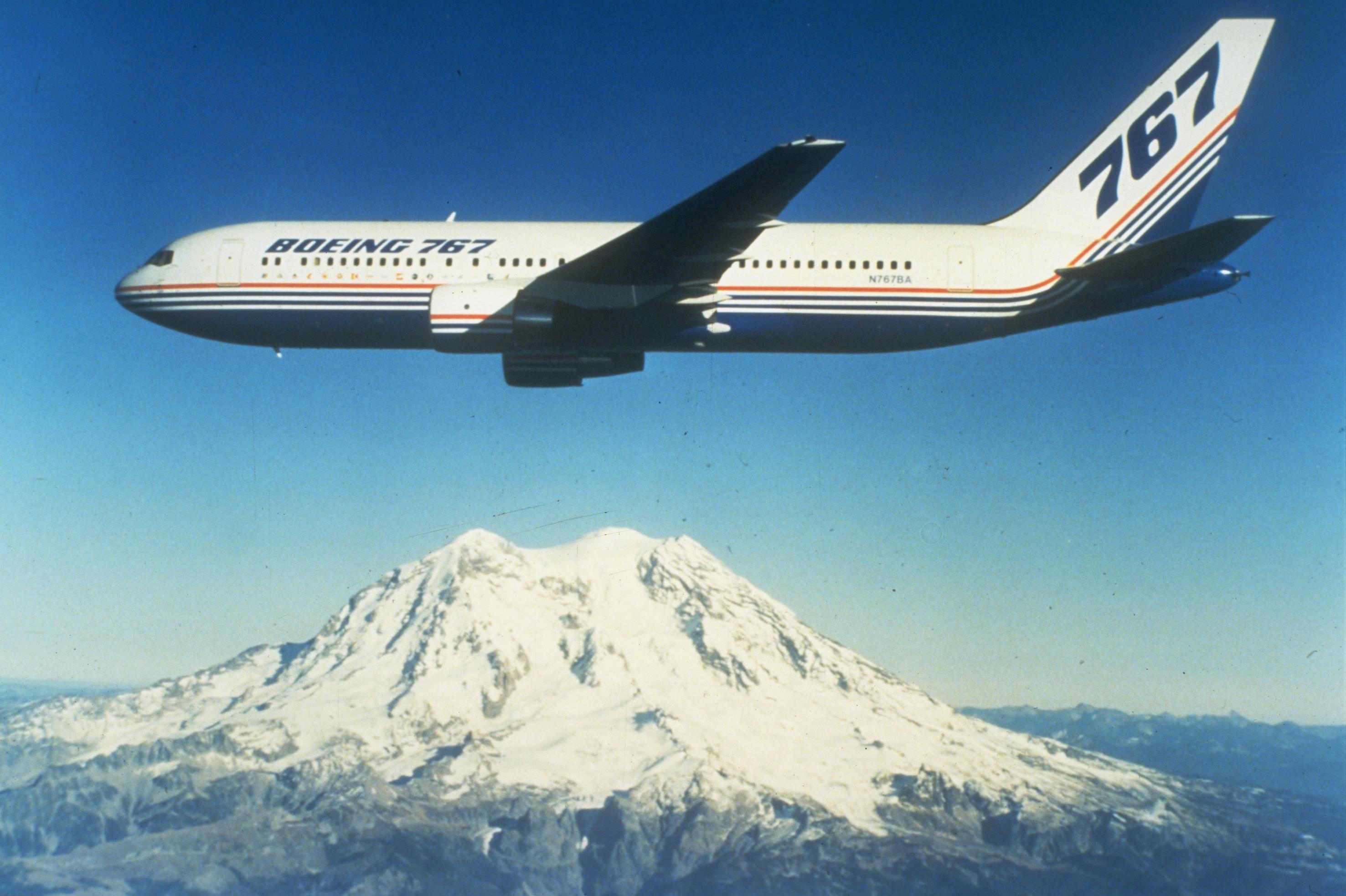 Boeing Jet Engine Boeing Twin Engine Jetliner in