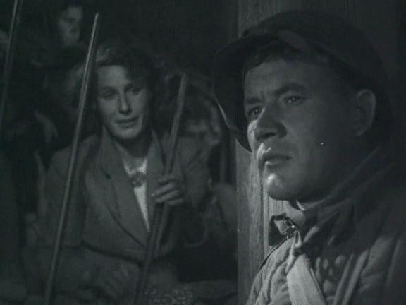 Борис Андреев и Людмила Ковалёва (впоследствии — Анненская) в фильме «Два бойца». Съёмки на Ташкентской киностудии в 1943 году