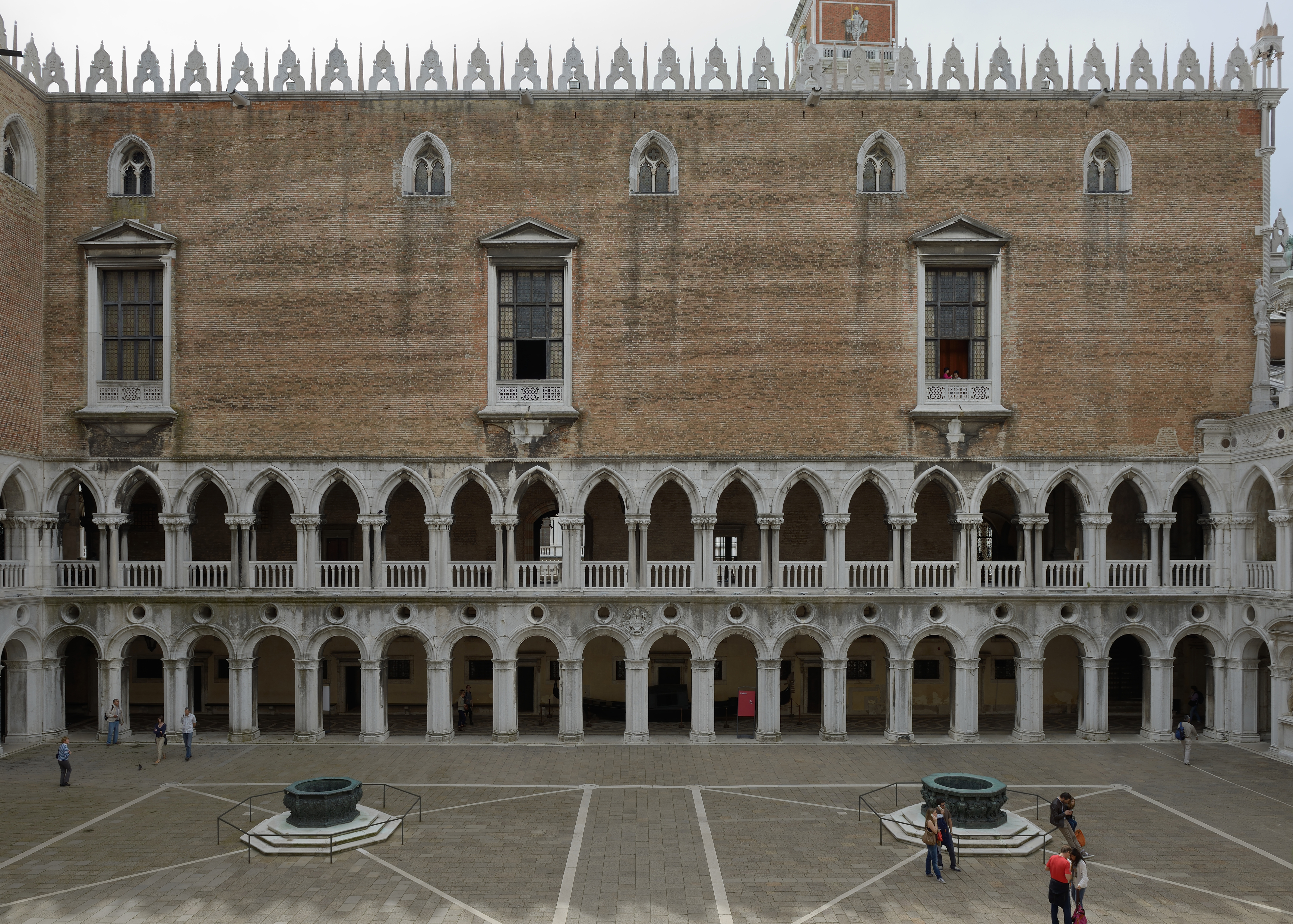 File Bronze Wells And Western Face Courtyard Of Doges Palace