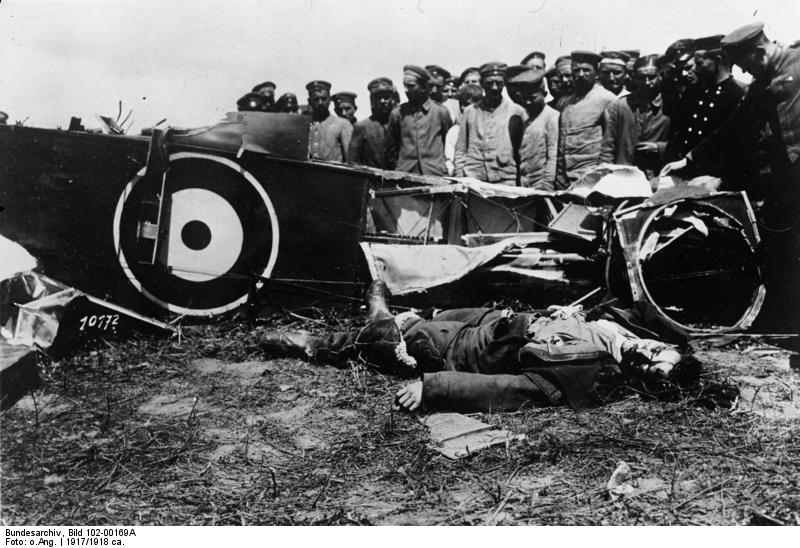 File:Bundesarchiv Bild 102-00169A, Westfront, Abgeschossener englischer Flieger.jpg