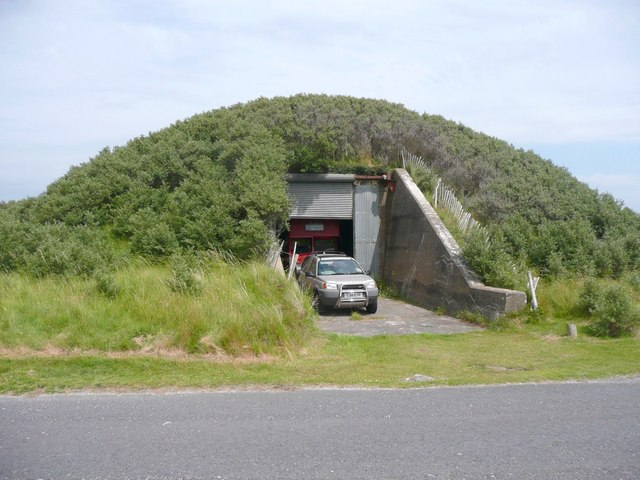 Bunker in Pembrey Country Park, Pembrey - geograph.org.uk - 956180