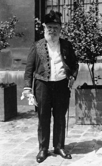 Charles Le Goffic en tenue d'académicien, 1931.