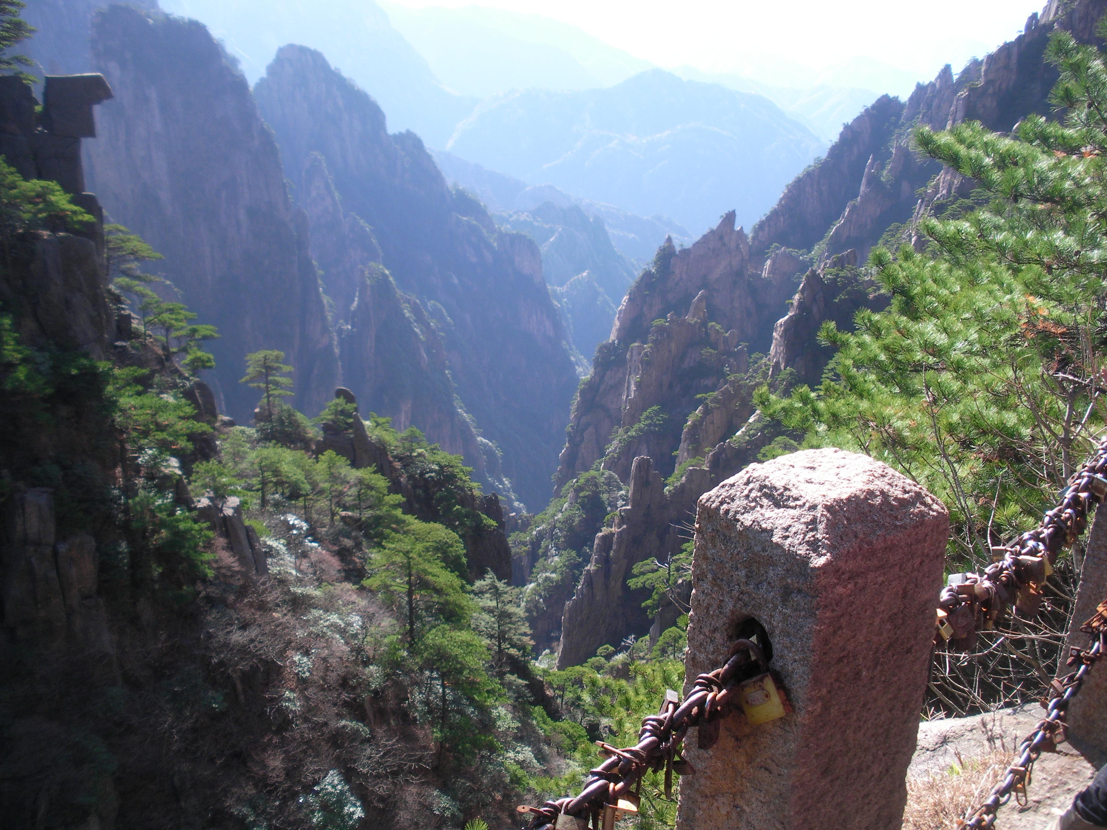 File:China Anhui Huang Shan scenic view 16.JPG - Wikimedia ...
