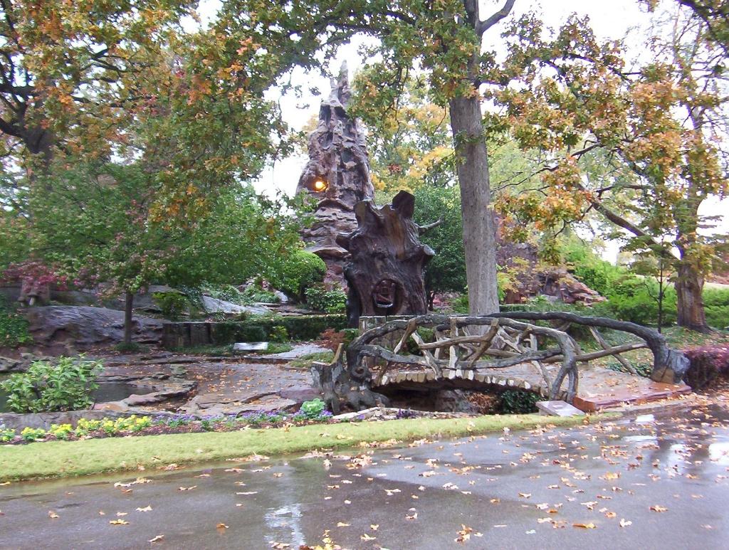 Memorial park cemetery memphis tennessee wikipedia for Garden trees memphis