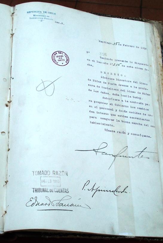 Decreto del Ministerio de Educación que designa a Lucila Godoy directora del Liceo de Niñas de Punta Arenas en 1918.