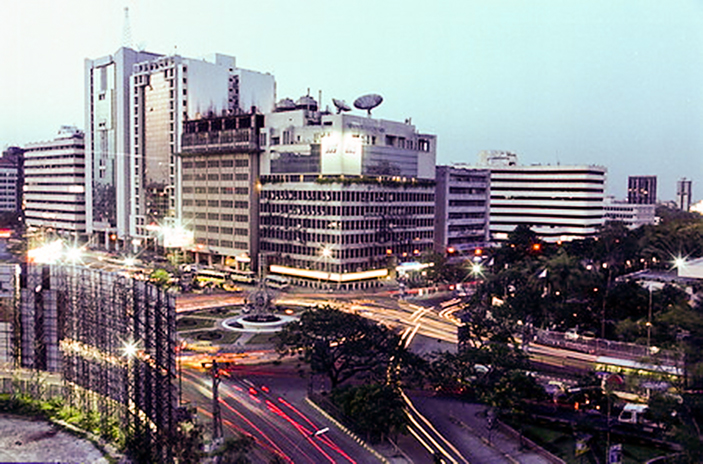http://upload.wikimedia.org/wikipedia/commons/6/62/Dhaka-Bangladesh.jpg