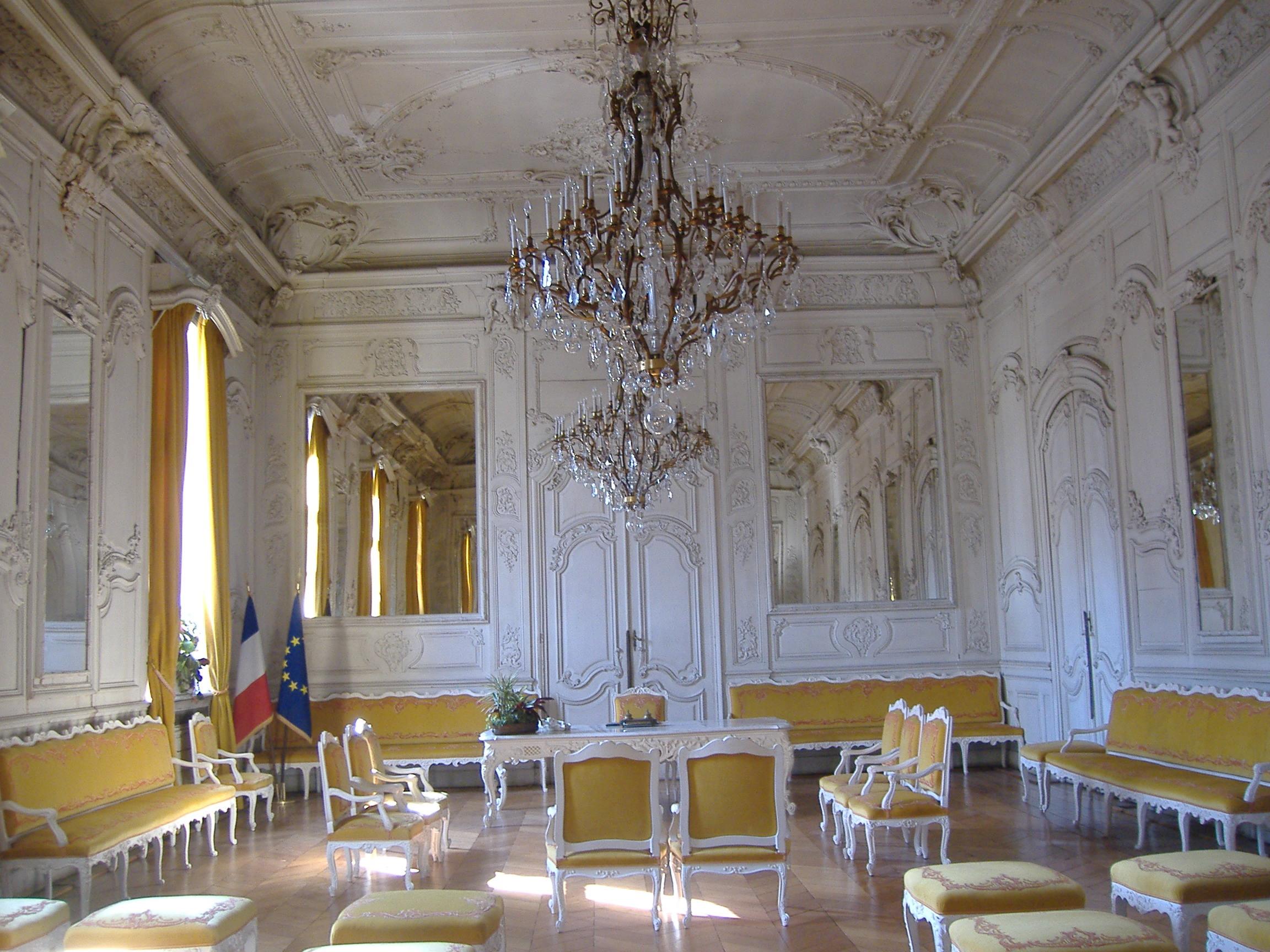 File douai salle blanche de la mairie jpg for Piscine des glacis douai