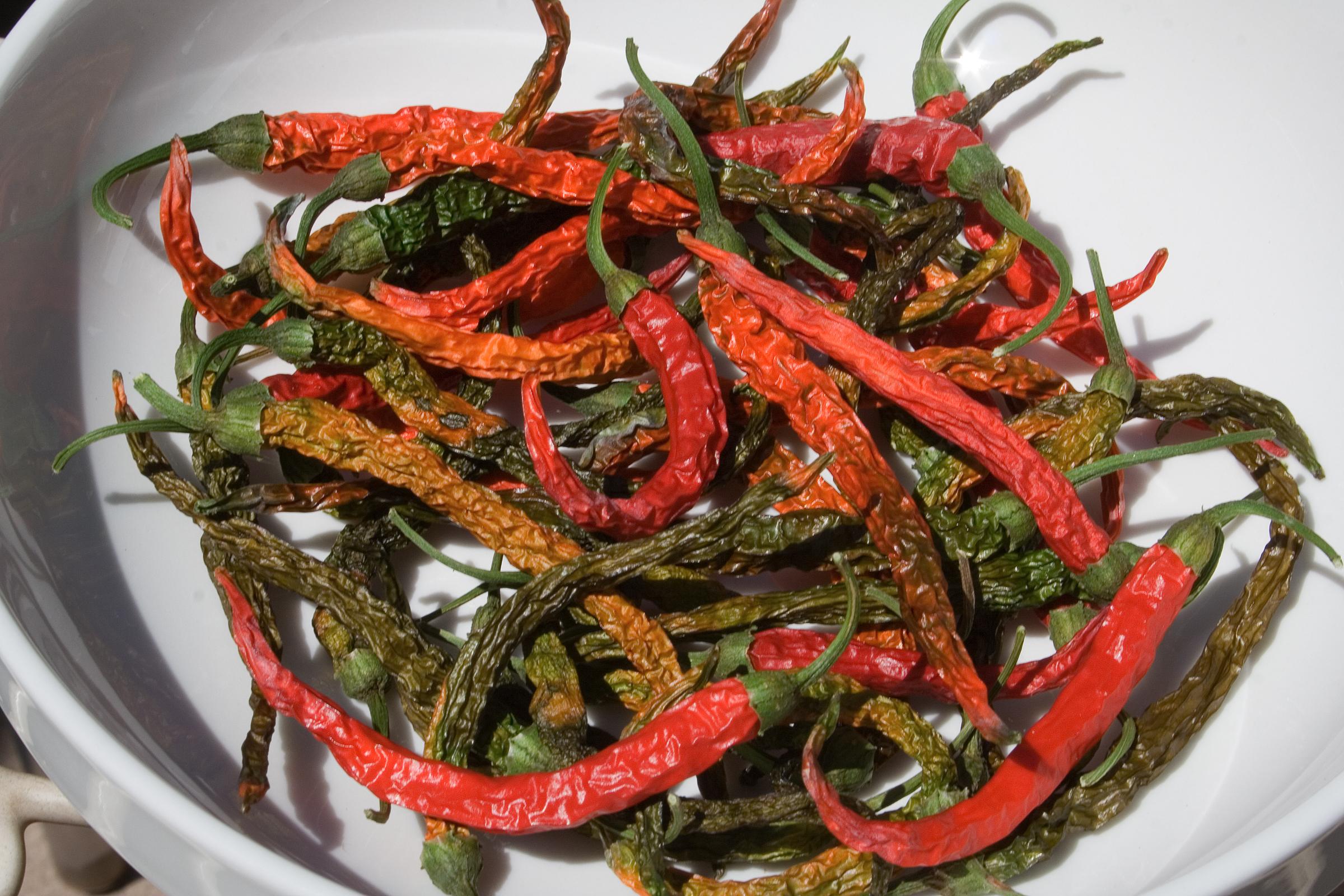 File:Dried Thai Dragon Peppers - Aug  2007 jpg - Wikimedia