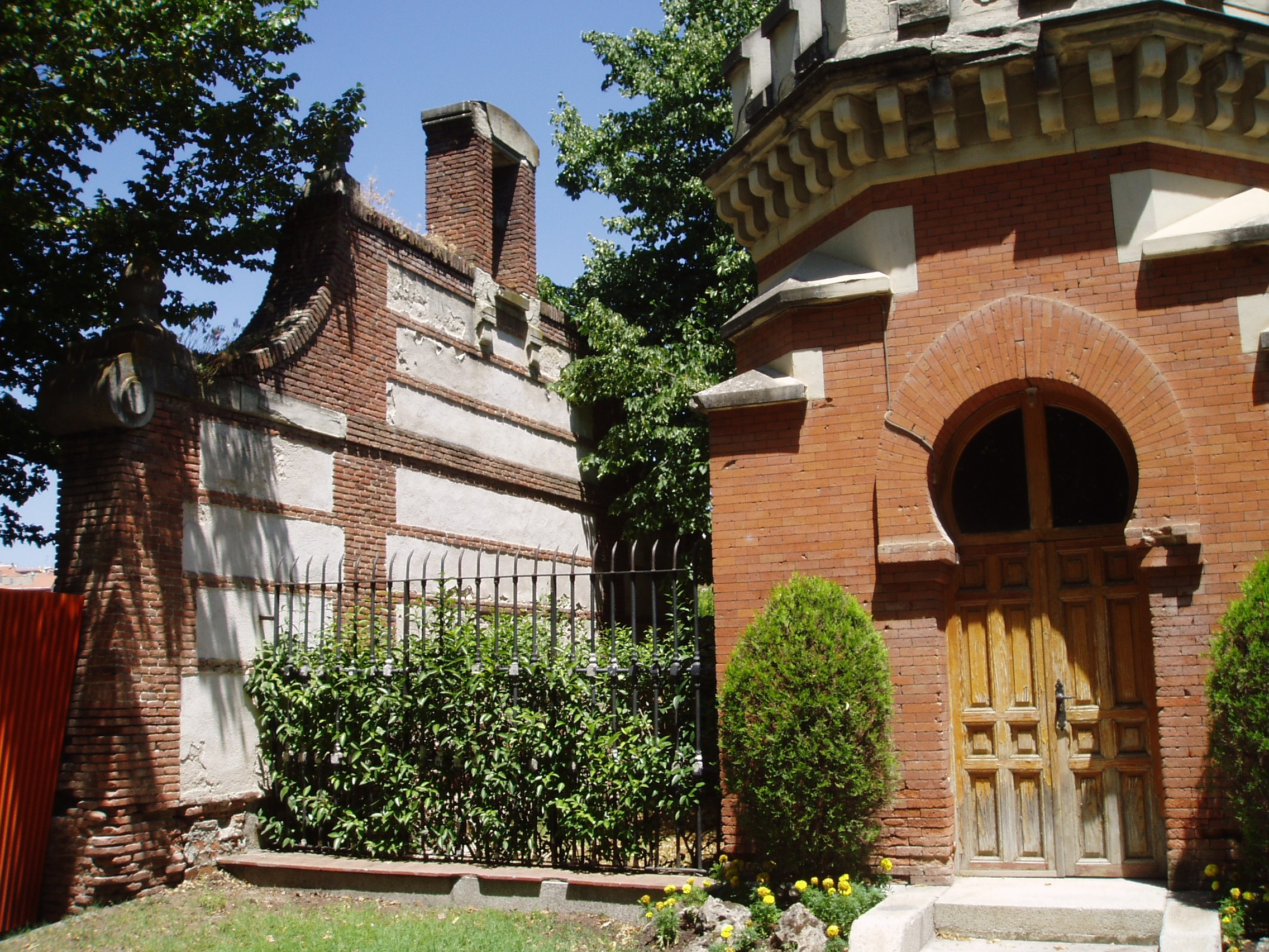File edificio de guardia del reservado grande casa de campo madrid espa wikimedia commons - Casa de madrid ...