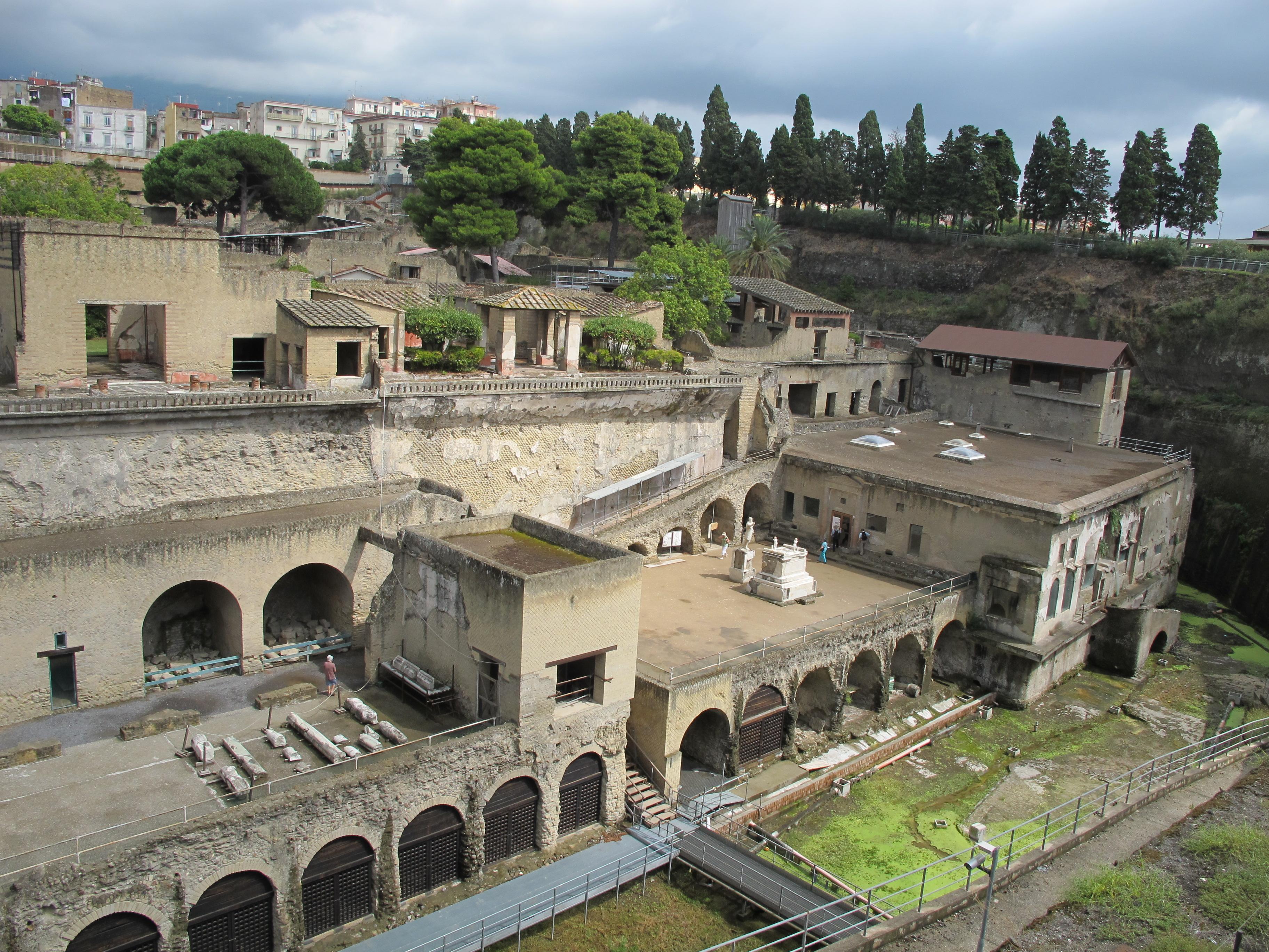 File ercolano 2012 8019397598 jpg wikimedia commons - Maison romaine antique ...
