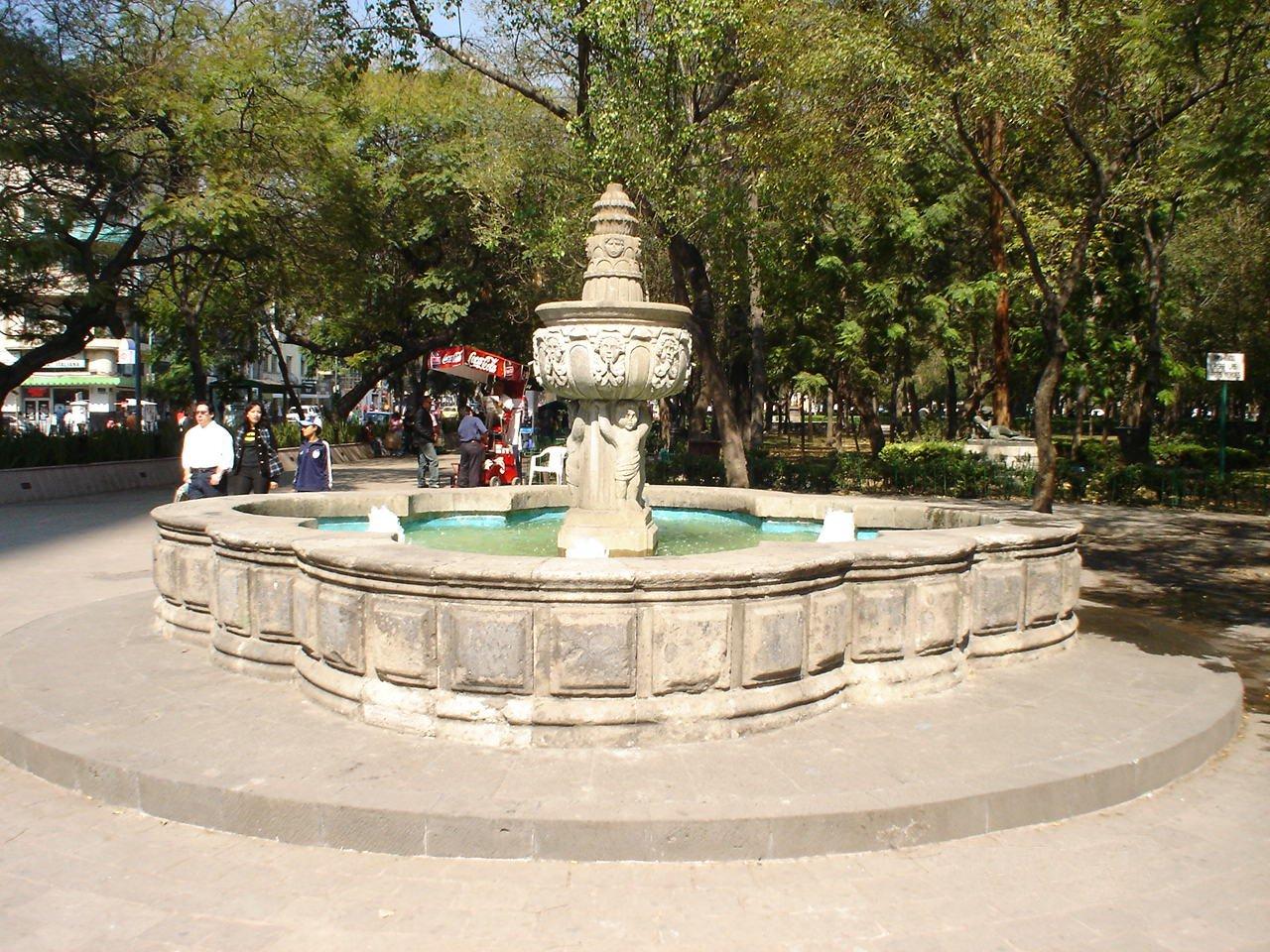 Archivo:FUENTE EN LA ALAMEDA CENTRAL.jpg