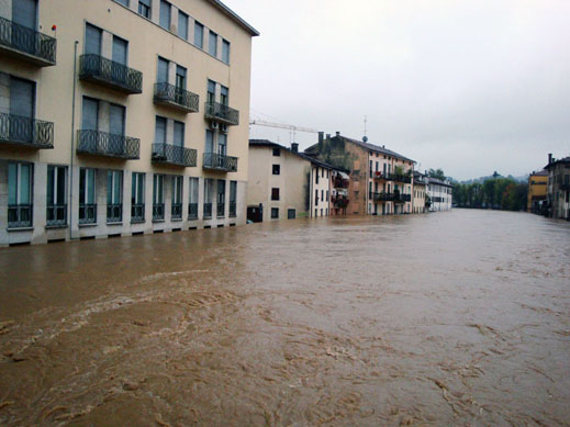 File Flooding In Downtown Vicenza Italy November 1 2010 Jpg