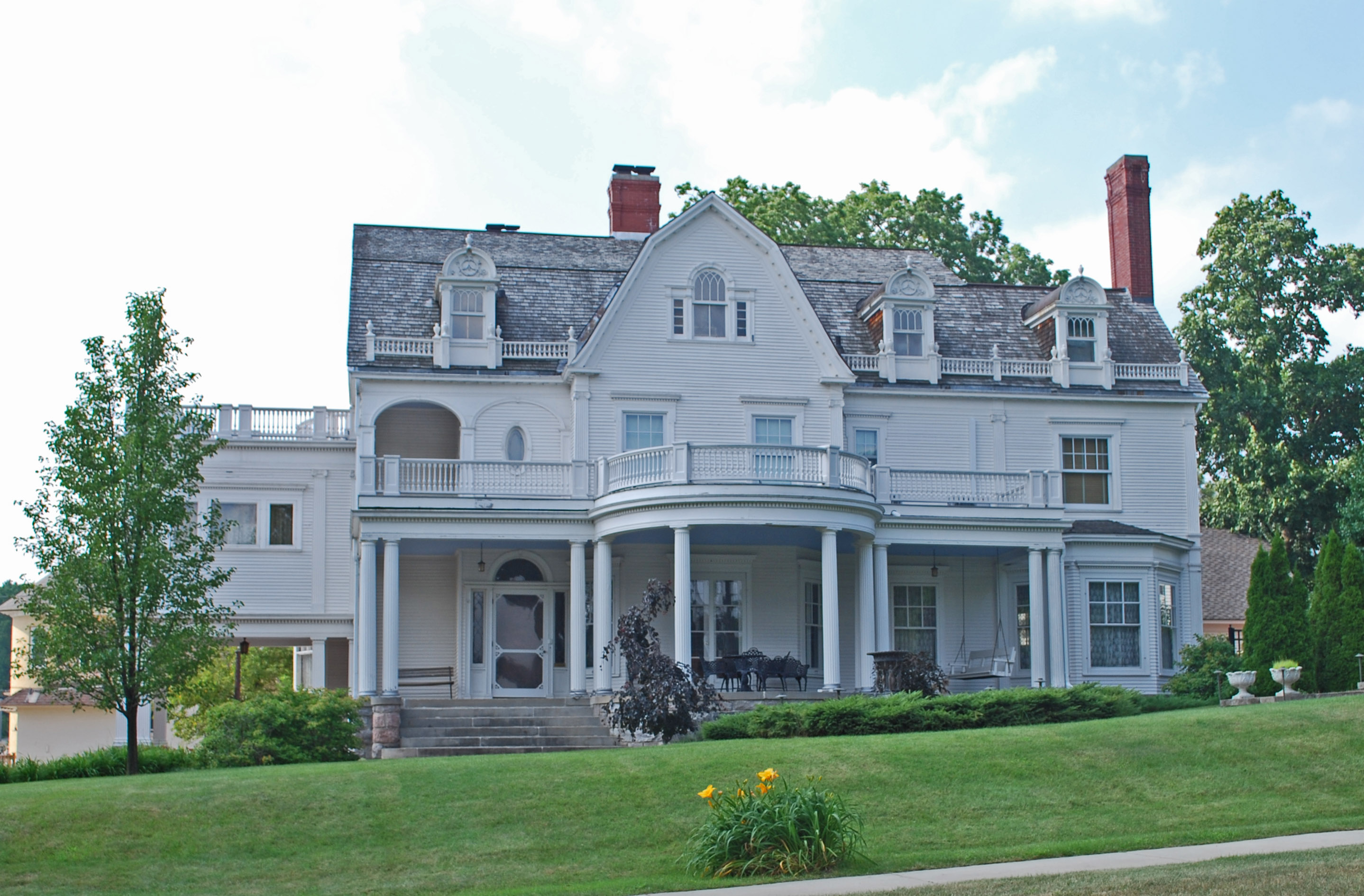 File frank j cobbs house cadillac wikimedia commons for Building a home in michigan