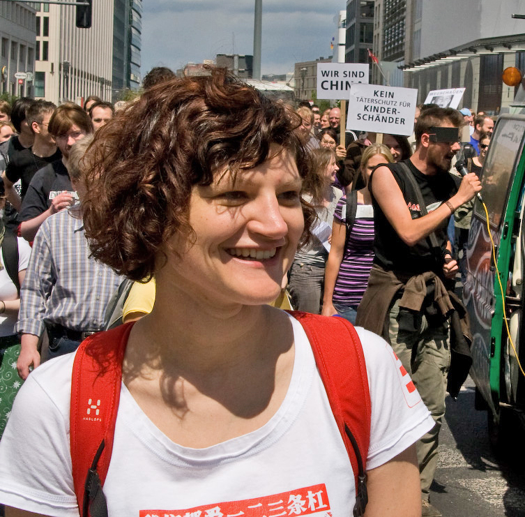 Franziska Heine, Initiatorin der Petition gegen Internetzensur, auf einer Demonstration gegen Netzsperren in Berlin. - Bild unter: Creative Commons Attribution-Share Alike 2.0 von http://commons.wikimedia.org